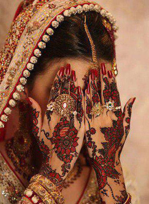 Stylsih Eid Mehndi Design for Hands