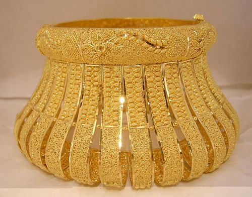 unique gold bangle