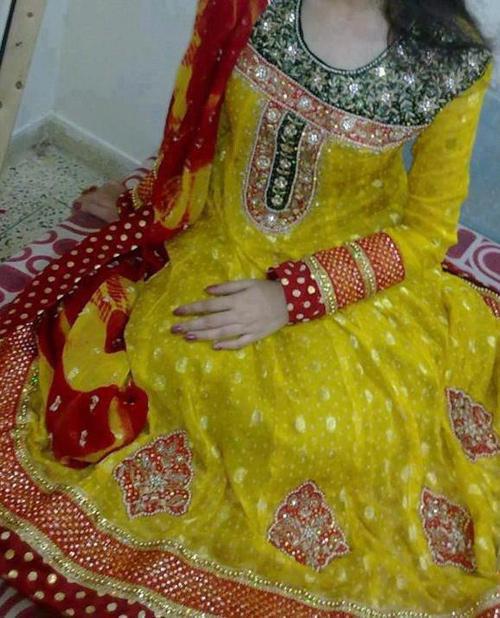 Handsome-Bridal-Mehndi-Dres
