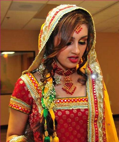 Mehndi-Dresses-for-Modern-W